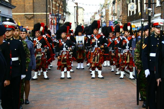 Ivan_Brooks_piper_with_City_of_Rochester_Pipe_Band_Nov_08.jpg